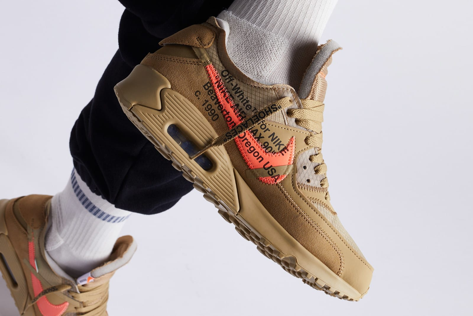 END. Features DE TIEN: Nike Air Max 90 'Black' en 'Desert  THE TEN: Nike Air Max 90 'Black' and 'Desert