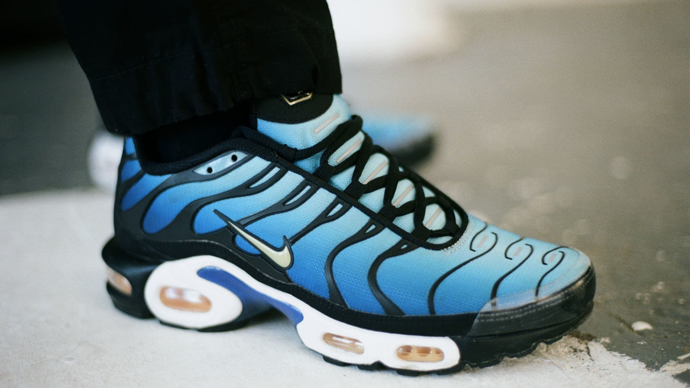 super popular c1c0c dea46 END. Features | Nike Air Max Plus (TN) OG 'Hyperblue ...