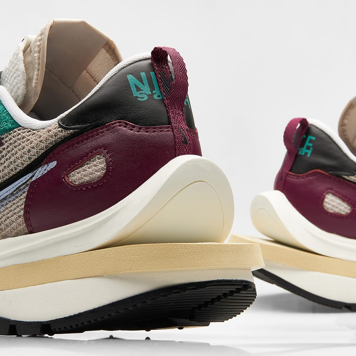 Nike x Sacai Vaporwaffle - DD3035-200