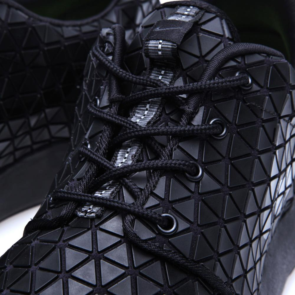 179b6ac952c3 Nike Roshe Run Metric QS Black