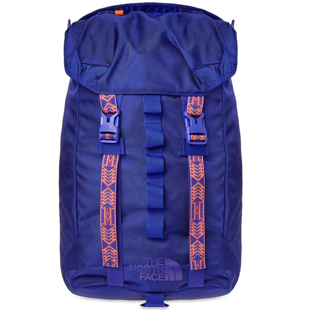 new arrival c4c1b 5a484 The North Face Lineage 23L Rucksack