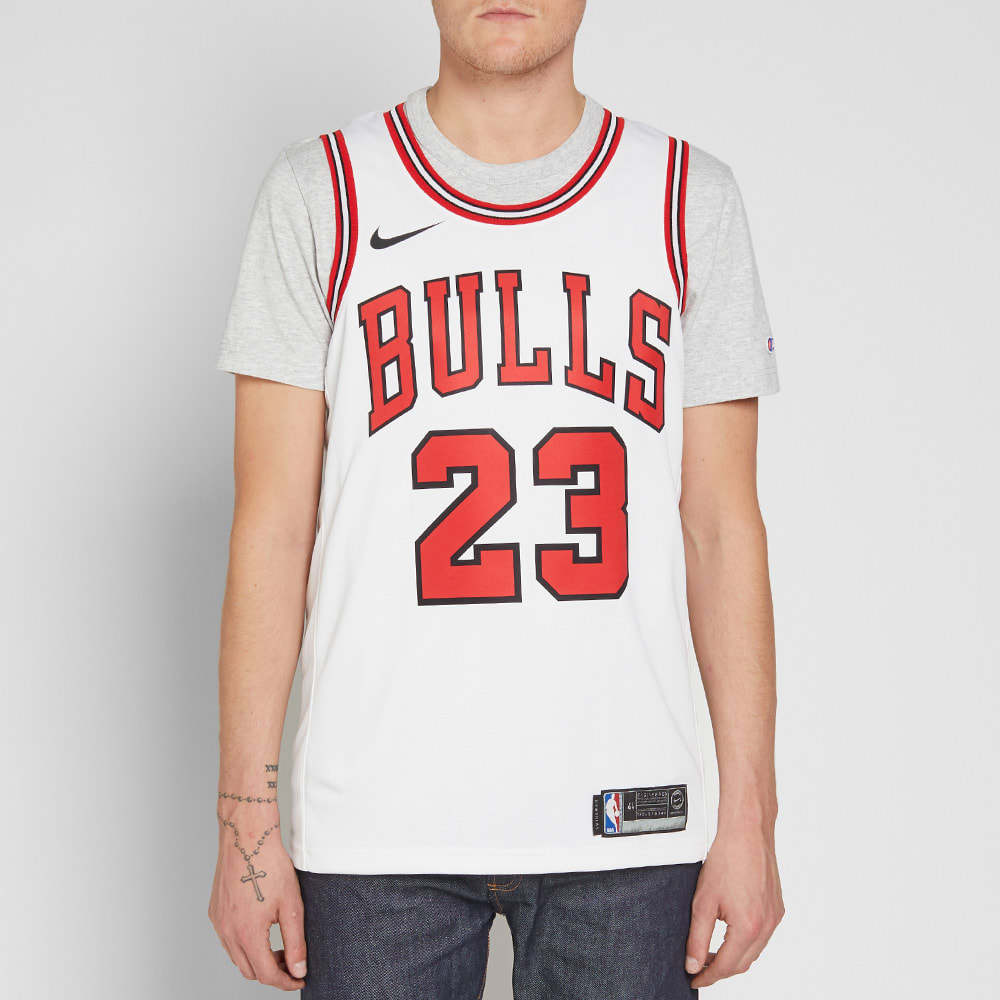 competitive price c58c3 94476 Nike Michael Jordan Chicago Bulls Swingman Jersey