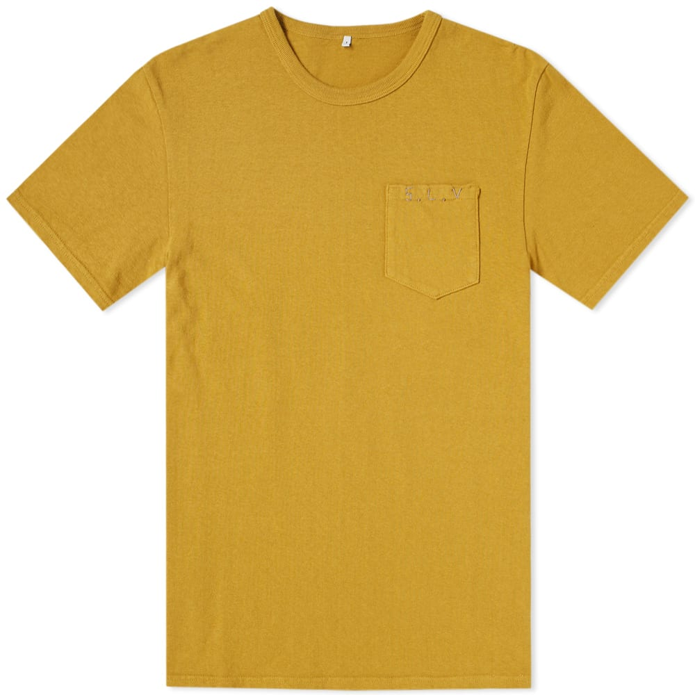 SOULIVE Soulive Slv Stitch Logo Tee in Gold