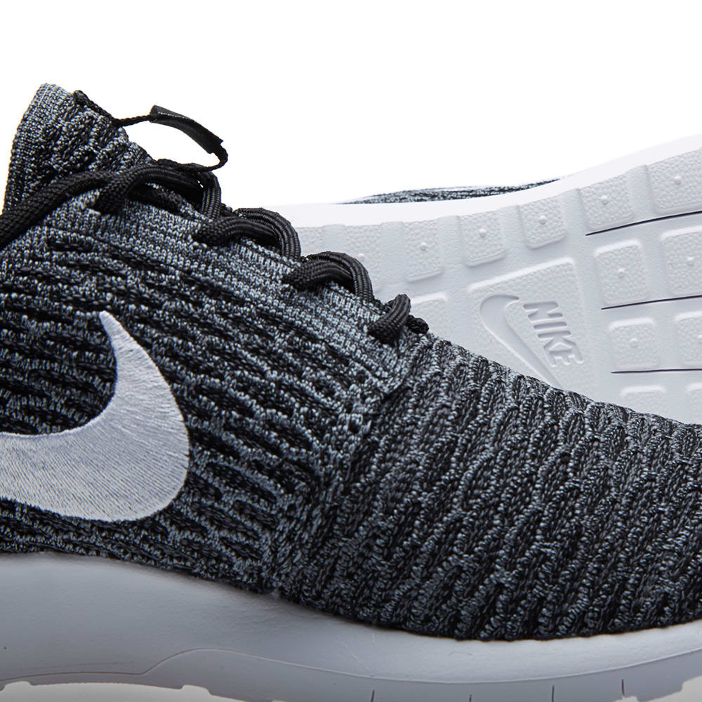 93a383574dc9 Nike Flyknit Roshe Run Black
