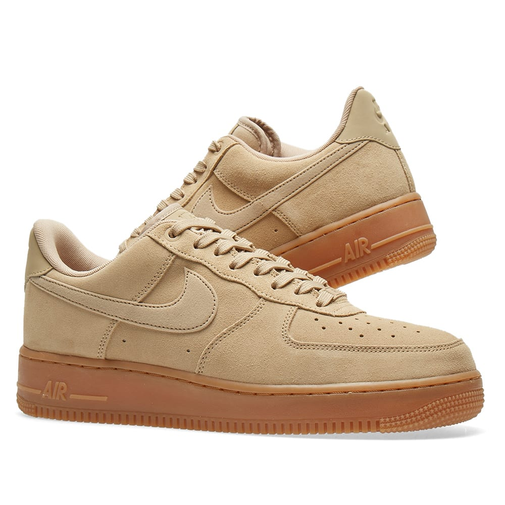 sélection premium 28f80 71c6b Nike Air Force 1 '07 LV8 Suede