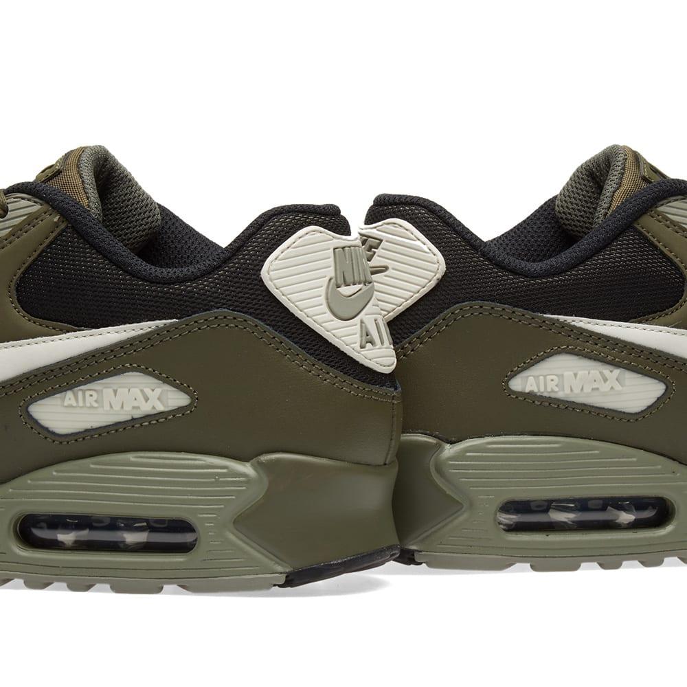 reputable site 8c323 4fdaf Nike Air Max 90 Essential