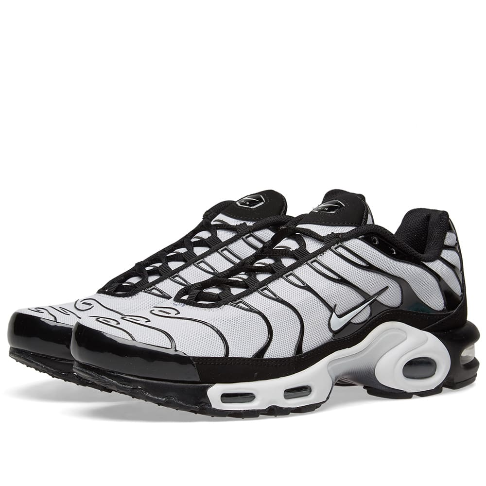huge discount 90892 222bc Nike Air Max Plus Black   White   END.
