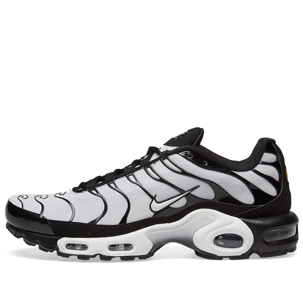 huge discount dd0df ac392 Nike Air Max Plus Black   White   END.