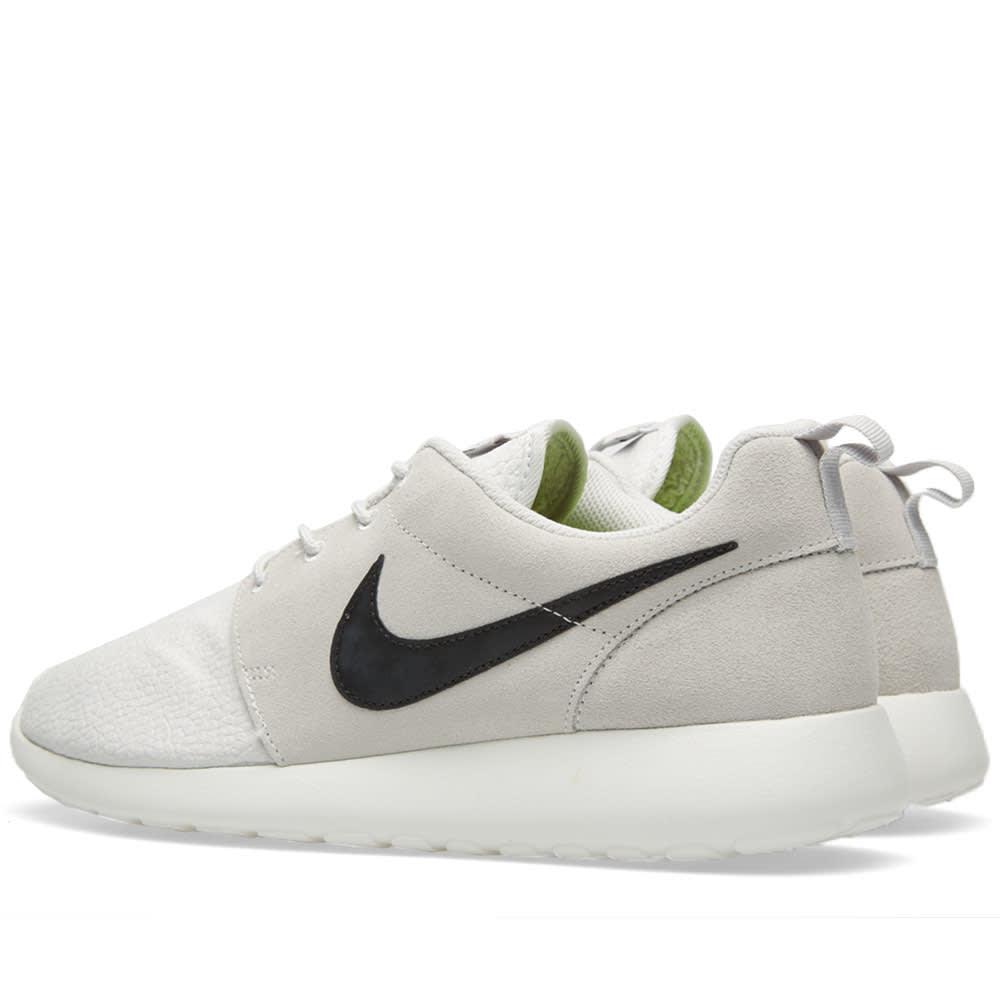 c9c2a265c7b6 Nike Roshe Run Suede Light Ash   Black