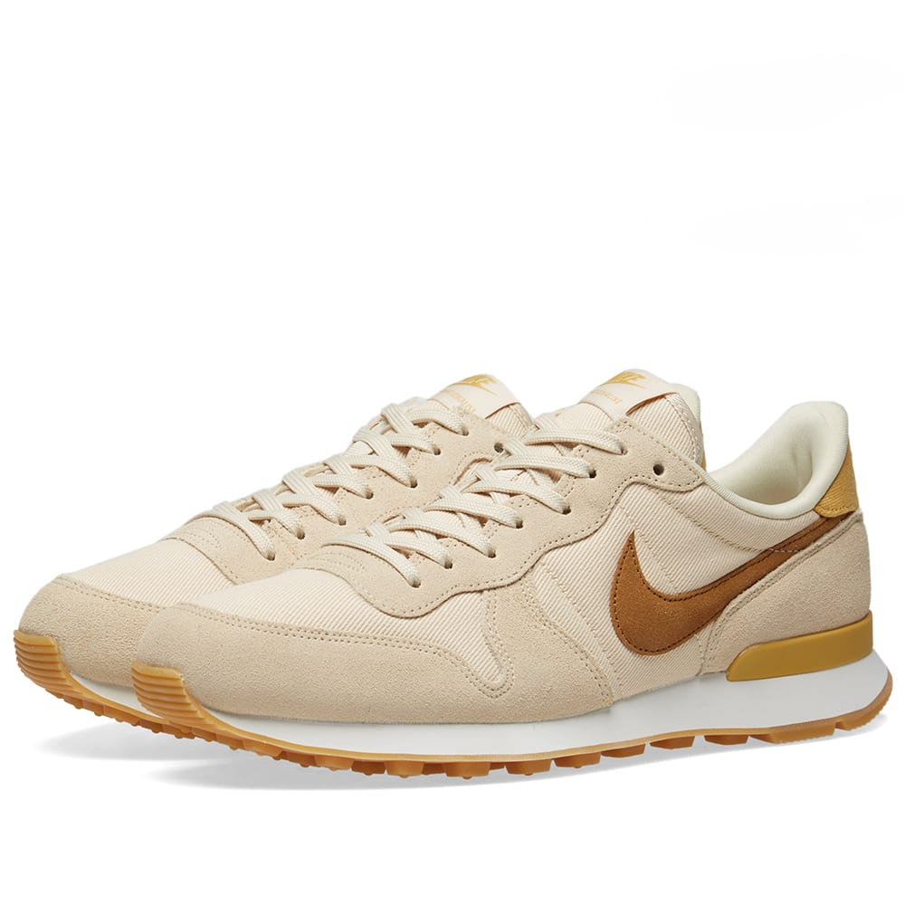 sports shoes 031e4 6156b Nike Internationalist W Beach, Wheat Gold   White   END.