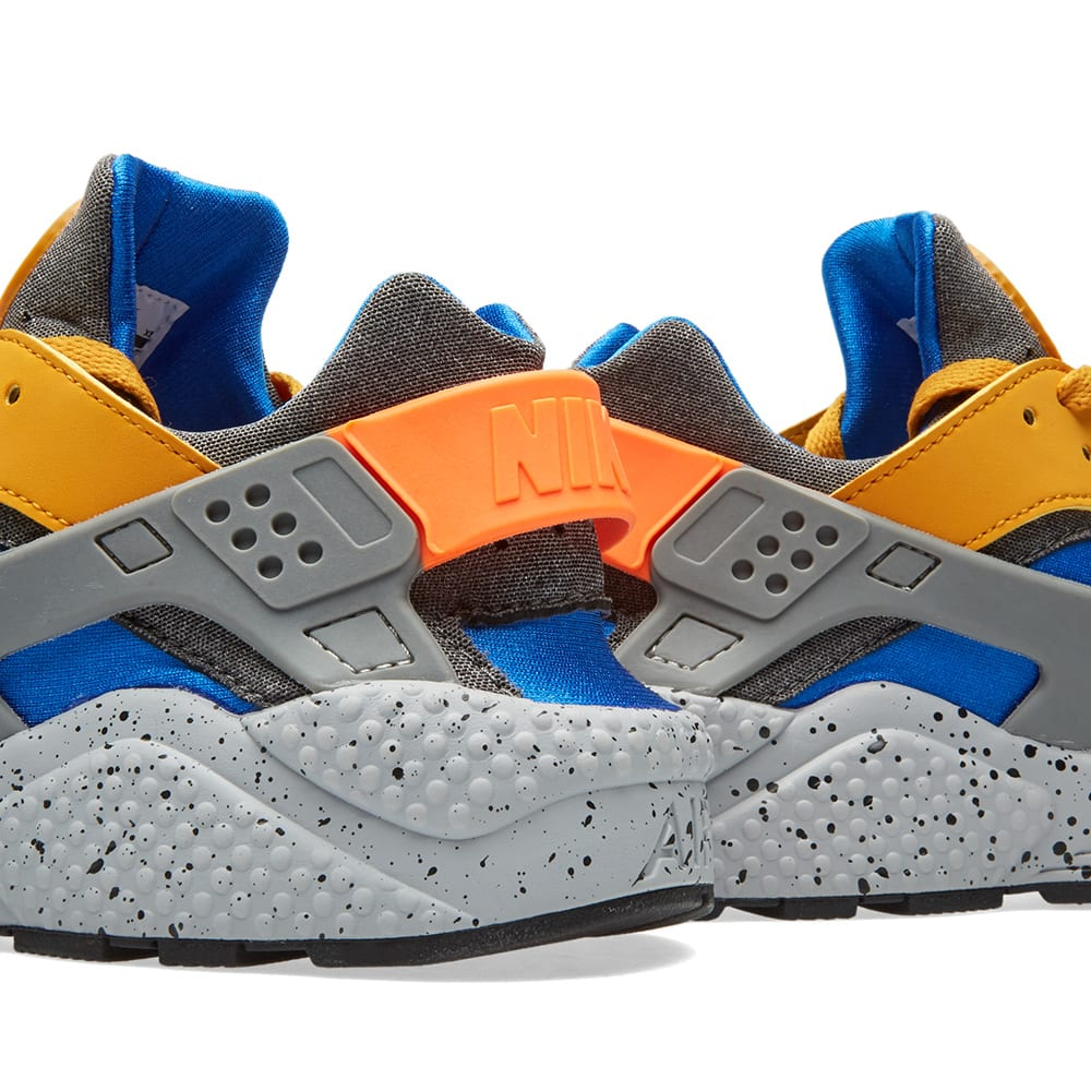cec06abc02b8b Nike Air Huarache Run SE Gold Leaf   Hyper Cobalt