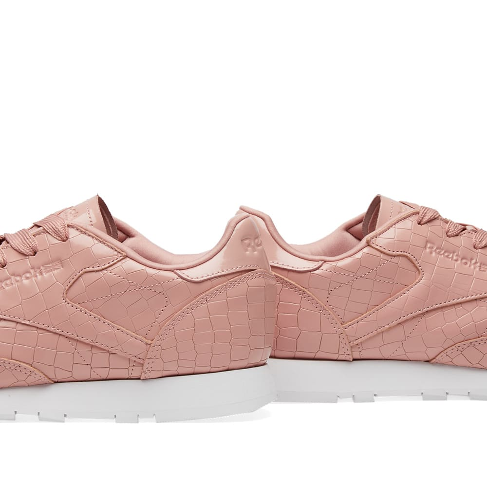4d41f71d6f1 Reebok Classic Crackle W Pink   White