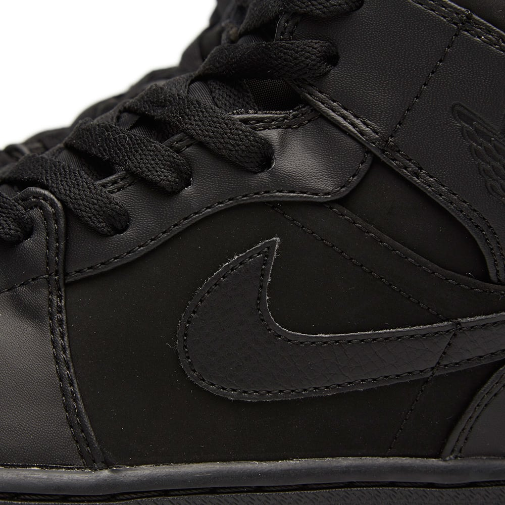 pretty nice c40be c33ba Nike Air Jordan 1 Mid 'Triple Black'