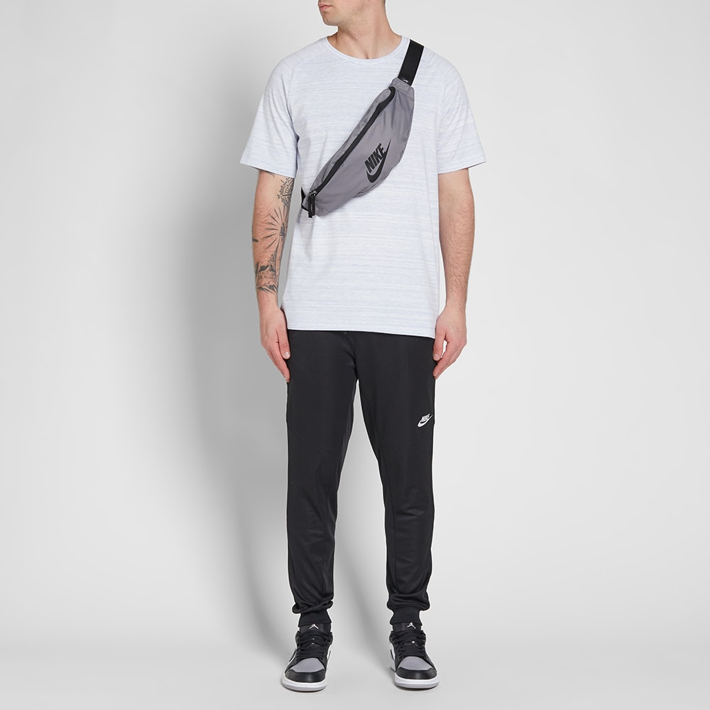 a7910f3a60 Nike Heritage Hip Pack