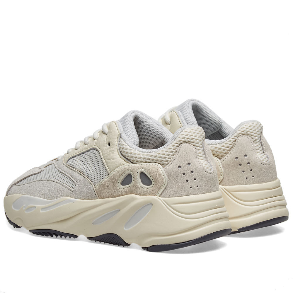 sale retailer f5031 55afb Yeezy Boost 700