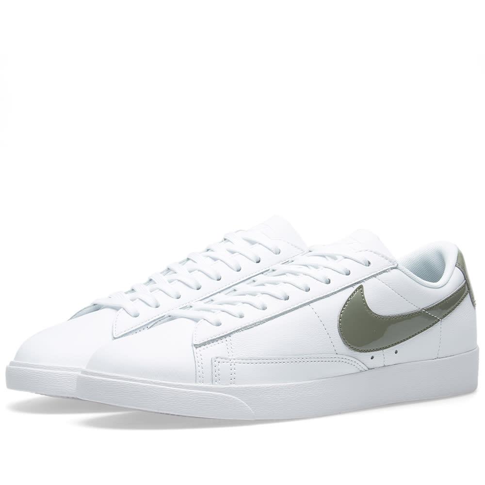 newest 145e7 19d6e Nike Blazer Low LE W White   Dark Stucco   END.
