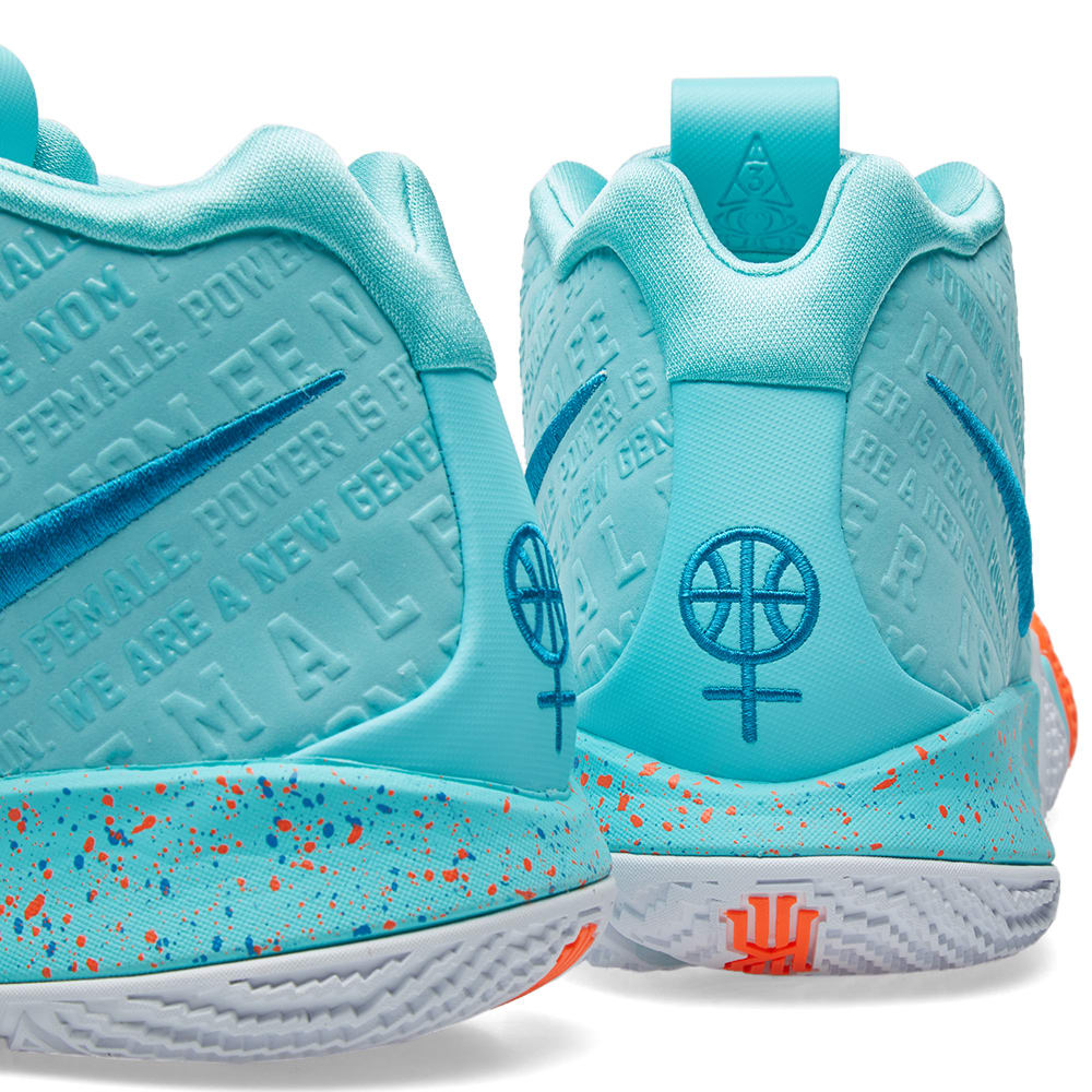 best sneakers db5c3 9d6ad Nike Kyrie 4