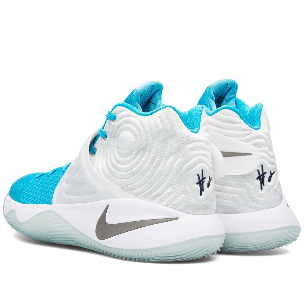 d2b3353fa2f67 Nike Kyrie 2 'Christmas'