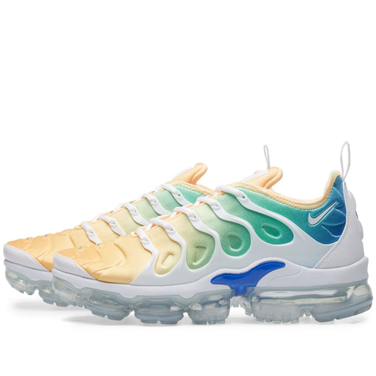 cafd37bff2 ... reduced nike air vapormax plus w white total crimson blue 2 0d071 fd595