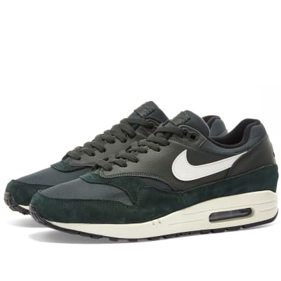 the best attitude 98672 666a2 Nike Air Max 1Outdoor Green, Sail & Black£99