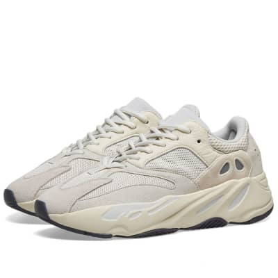 08a473762 Yeezy Boost 700 ...