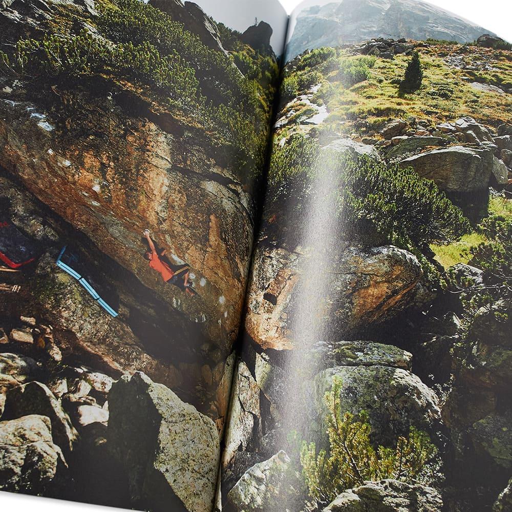 Bouldering: Climbing, No Ropes Attached - Bernd Zangerl
