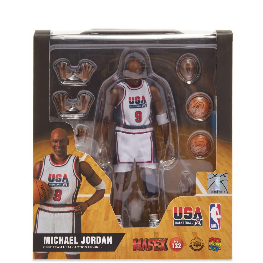 Medicom MAFEX Michael Jordan 1992 Team USA - White