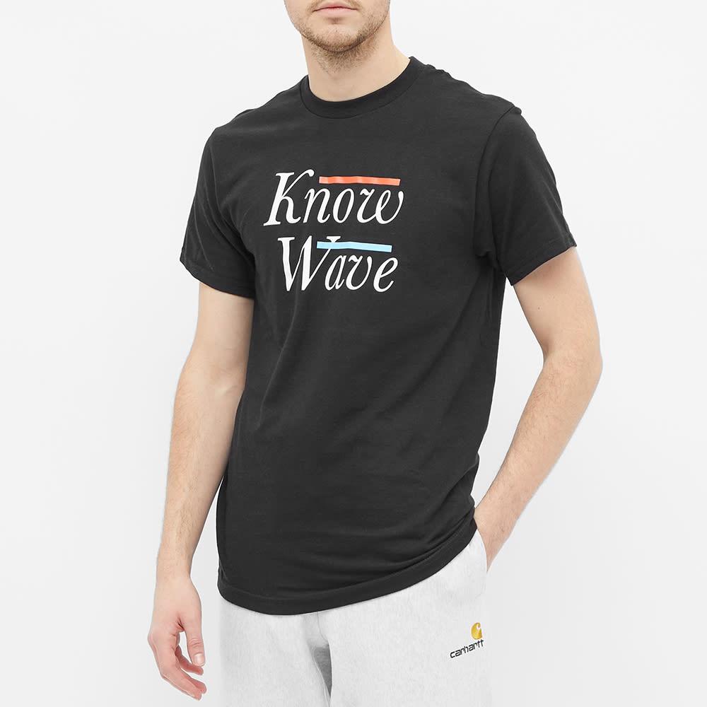 Know Wave Serif Tee - Black