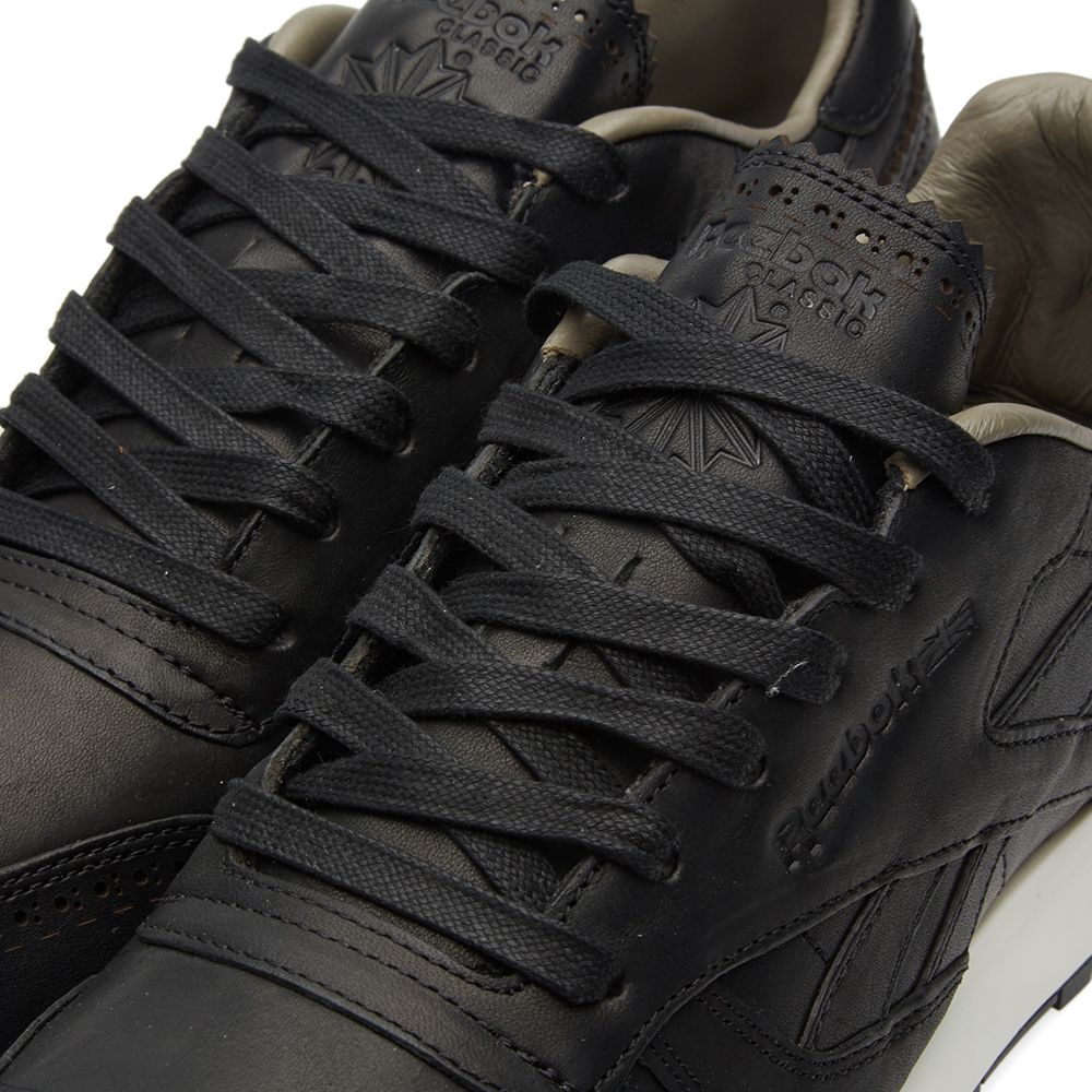 efe0fc8bcb93c7 Reebok x Horween Leather Co. Classic Leather Lux. Black   Coal. S 215 S 115