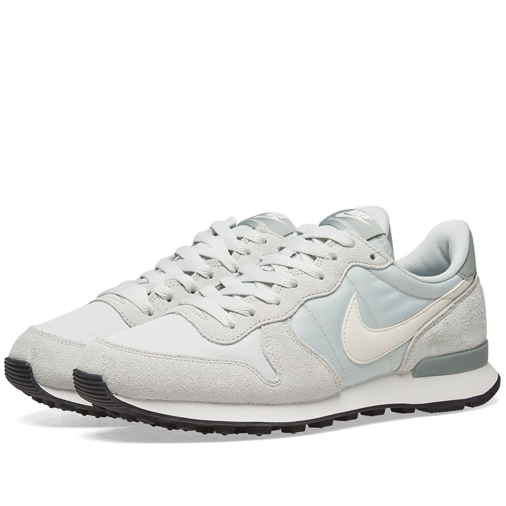 232015d26344 Nike Internationalist W Silver