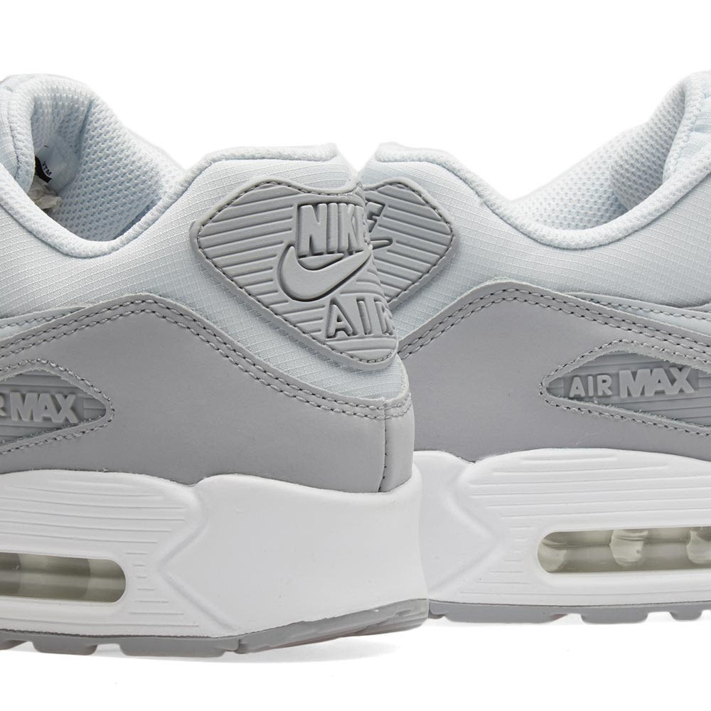 reputable site e53f1 7bc9e Nike Air Max 90 Essential