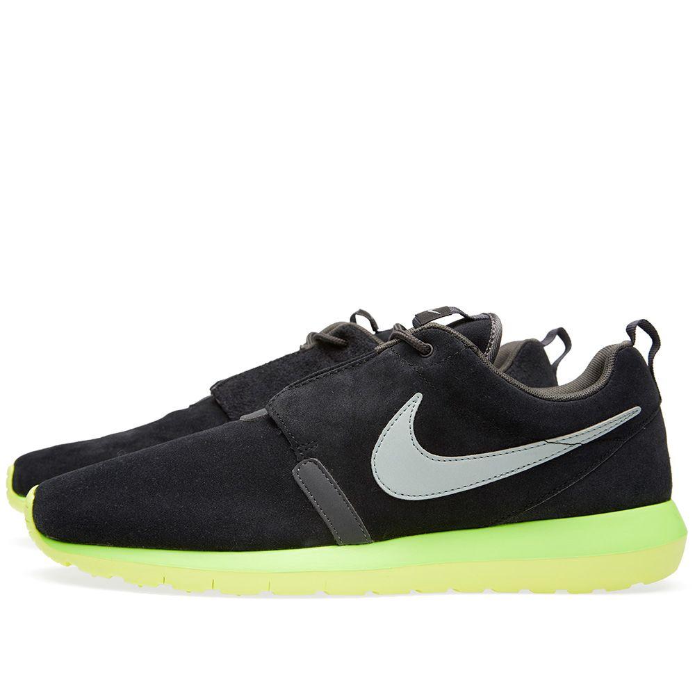 d578e9ba62a6 Nike Rosherun NM. Black   Silver Wing. ₩104