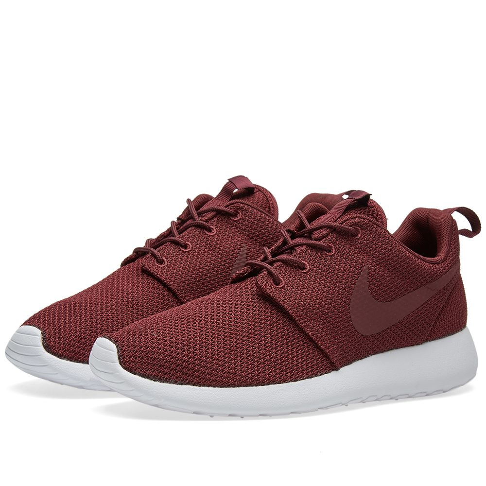 b5638cab0525 Nike Roshe One Night Maroon   White