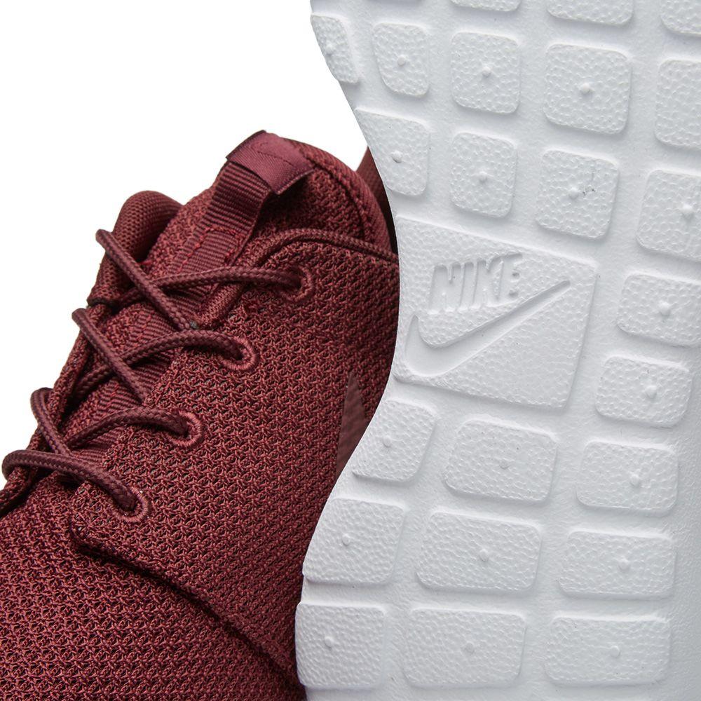 88cf7ae24ca38 Nike Roshe One Night Maroon   White