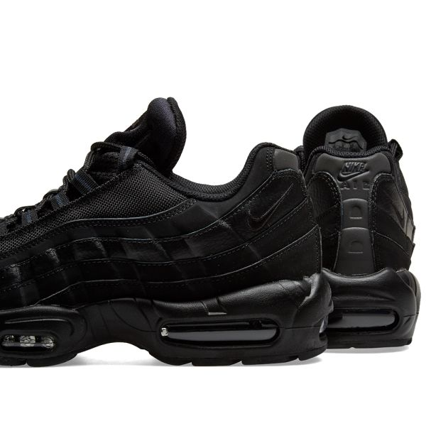 Neu NIKE AIR MAX 95 Mid Winter EU 42 UK 7,5 US 8,5